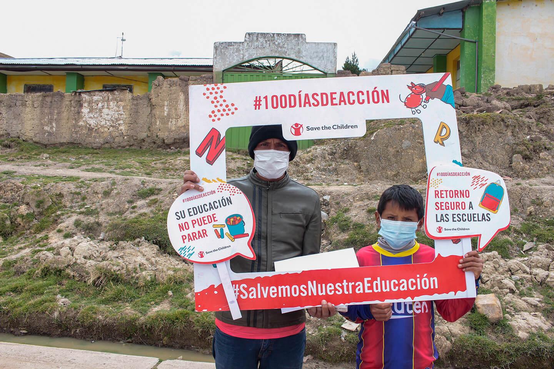 Angel y su papá piden el retorno a las clases presenciales debido a la crisis de la educación en los andes